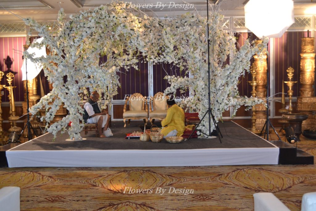White Flowers Wedding Backdrop Decoration